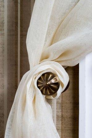 Подхваты для штор - деталь больше декоративная, чем функциональная.  Как правило, дизайнеры используют их...